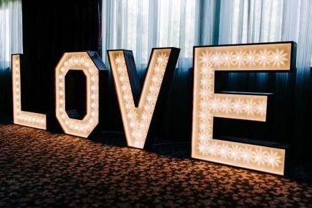 Je grote dag Marquee Love letters.jpg